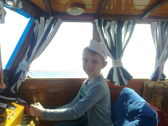 plaukimas laivu vaikams