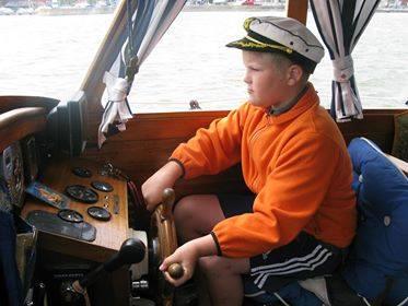 jaunieji kapitonai - plaukimas laivu
