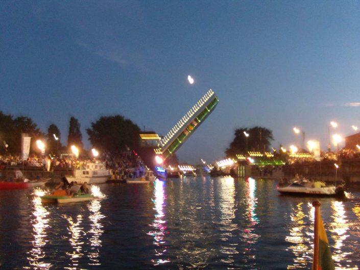 plaukimas laivu per jūros šventę