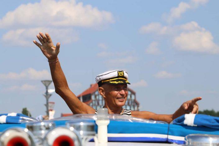 Plaukima laivu per Jūros šventę