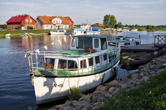 plaukimas laivu į mingės kaimą