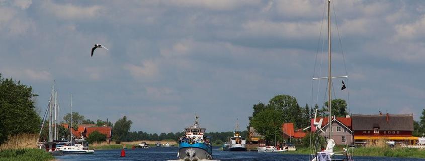 Plaukimas laivu į Mingės kaimą - laivu-nuoma.lt